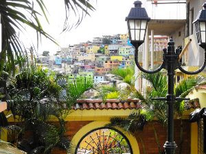 Bunte Häuser im Stadtteil las Penas