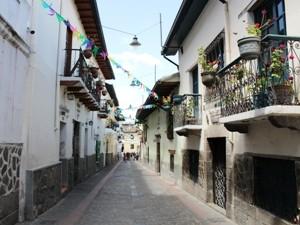 """Blick in die Straße """"La Ronda"""" in Quito"""