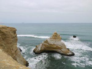 peru-mit-kindern-paracas-steilküste