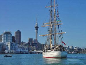 4-weekse rondreis Nieuw-Zeeland - auckland boot