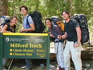 nieuw zeeland reizen - milford groepje bord