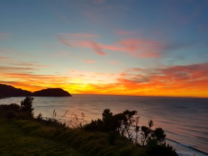 zonsondergang east cape nieuw-zeeland