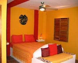 Caye Caulker kleurrijke kamer