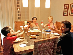 gezin aan tafel mexico reis