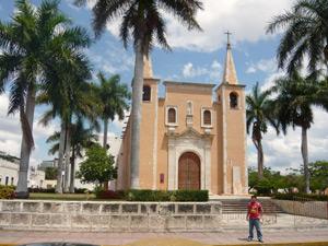 oudste kathedraal yucatan mexico