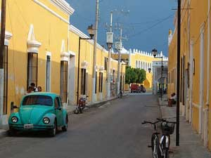 rondreizen mexico straat in izamal