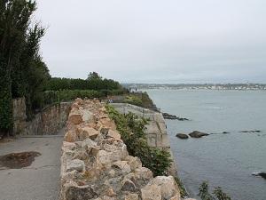 Die steilen Klippen von Newport