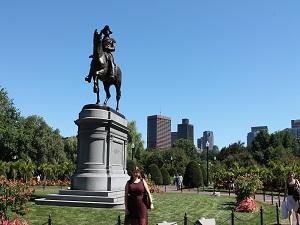 Vor dem Washington Monument in Boston