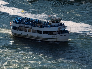 Auf dem Boot an die Niagara Fälle