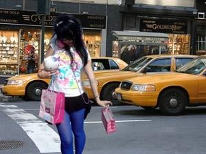 gelbes Taxi auf den Straßen New Yorks