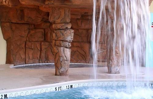 Wasserfall am Pool