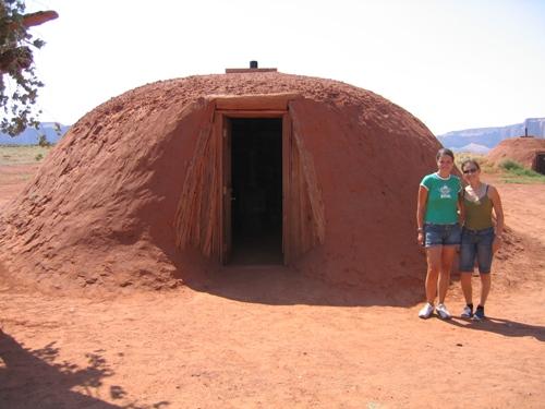 Im traditionellen Indianerhaus übernachten