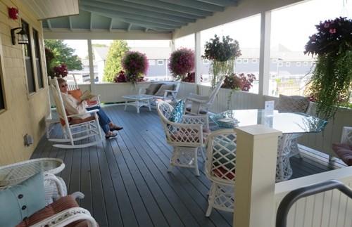 Gemütliches Sitzen auf der Veranda