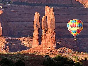Mit dem Heißluftballon durch die atemberaubenden Kulisse der roten Felsen