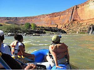 Raftingboot auf dem Colorado River beim Arches Nationalpark