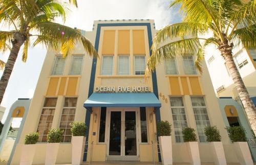 Fassade des Hotels in Miami
