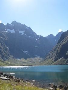 Die nächste Reise könnte Sie zu hohen Bergen und tiefblauen Seen führen