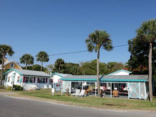 Außenansicht der Unterkunft in Cedar Key
