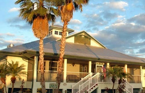 Außenansicht der Lodge in Everglade-City