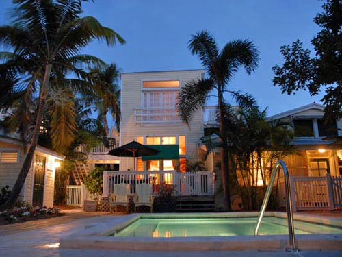 Der beleuchtete Pool in Key West