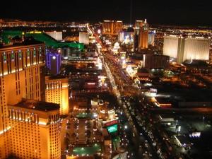 Die bunte Skyline von Las Vegas bei Nacht