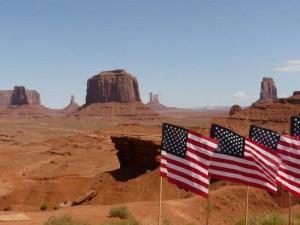 Rote Wüste, Felsen und endlose Weite am Monument Valley