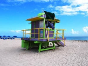 Rettungsschwimmerturm am Strand