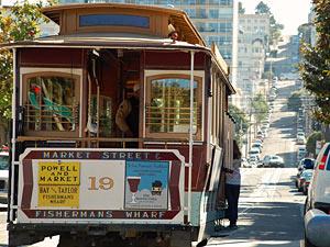 Im Cable Car unterwegs auf den Straßen von San Francisco