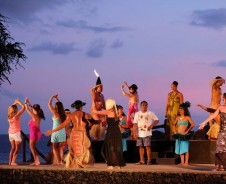 Hula tanzen und am Strand entspannen