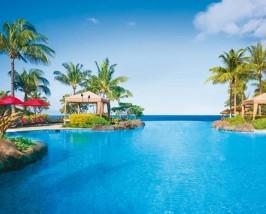 Der Pool mit Blick aufs Meer