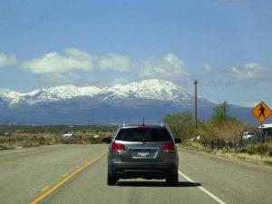 Autofahrt auf der Straße zum Monument Valley