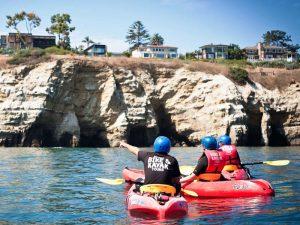 Kajaks auf dem Wasser in San Diego