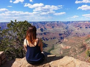 USA-arizona-grand-canyon-rim-trail-sitzen-ausblick