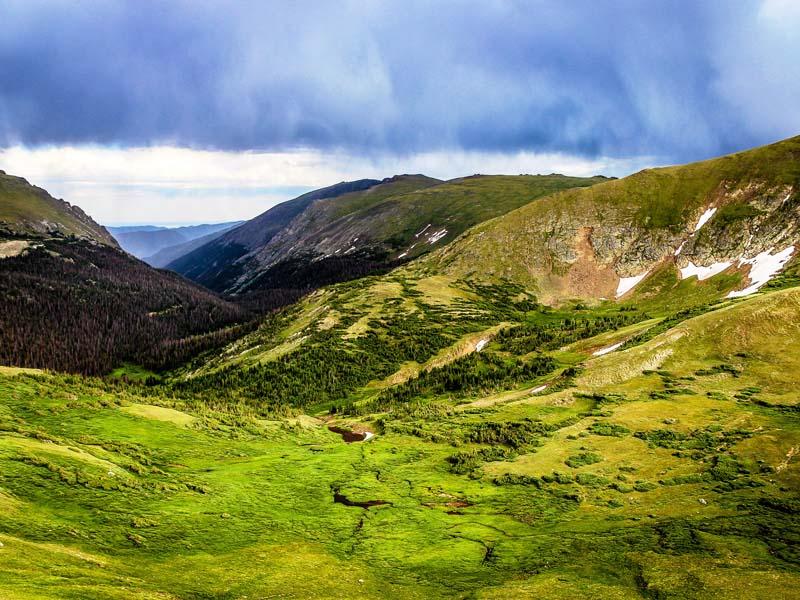 Die weite Landschaft der Rocky Mountains