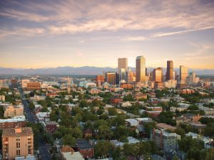 Skyline mit den Rocky Mountains | Quelle: Visit Denver