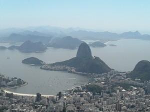 Bucht und Stadt von oben
