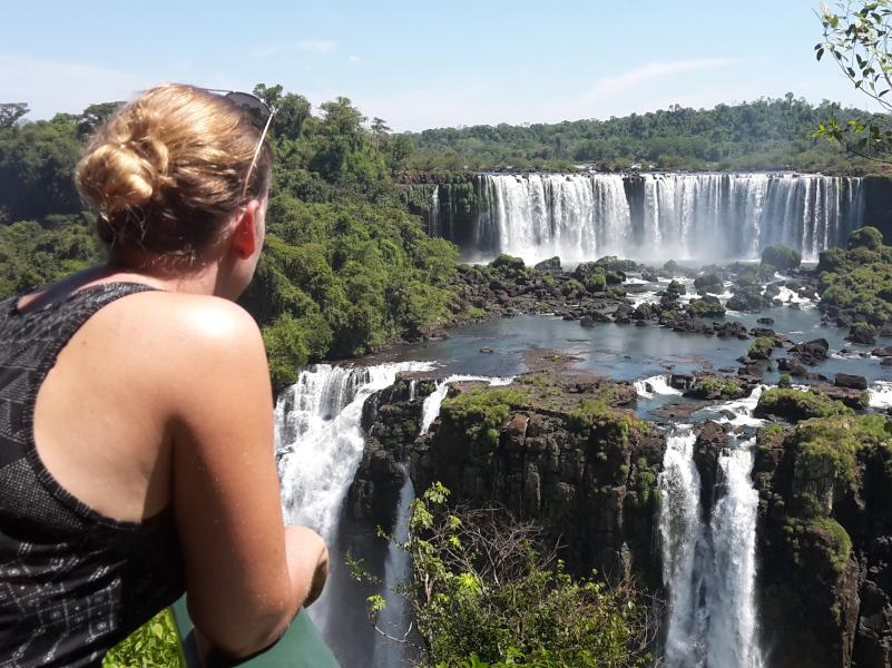 foz-do-iguacu-blick-auf-die-wasserfaelle-brasilianische-seite