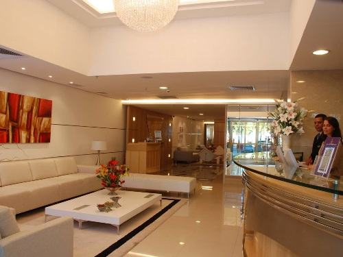Die Lobby des modernen Komforthotels