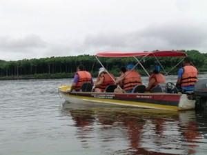 Ausflug auf dem Fluss Preguicas mit Motorboot