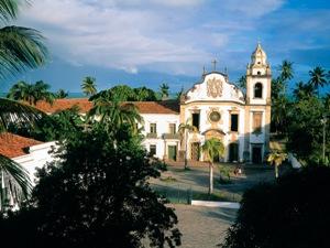 Die Kirche in Olinda auf einem großen Platz