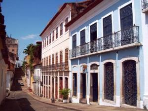 Straße mit kolonialen Fassaden in Sao Luis