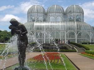 Glasgebäude im botanischen Garten
