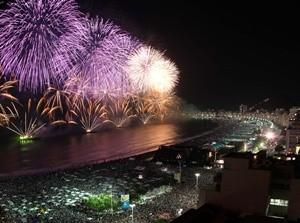 Feuerwerk über der Copacabana