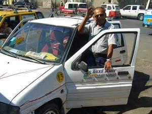 Peruaan Guan bij zijn Taxi - Cusco