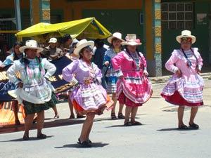 Feestelijke optocht in Huaraz