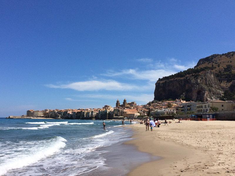 Cefalu Sizilien Strand Stadt Urlaub