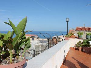 Cefalu Sizilien Italien Unterkunft Terrasse
