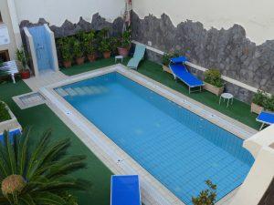 Liparische Inseln Lipari Hotelpool Unterkunft
