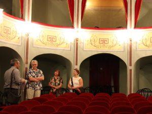 Ragusa Sizilien Ausflug Barockgebäude Theater