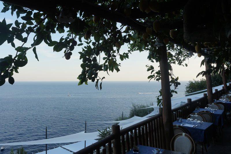 Amalfiküste Reisen Unterkunft Frühstück Terrasse